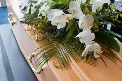 composition florale cercueil